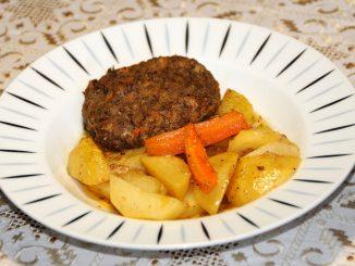 Πατάτες με μπιφτέκια στόν φούρνο - Potatoes with Burgers in the Oven
