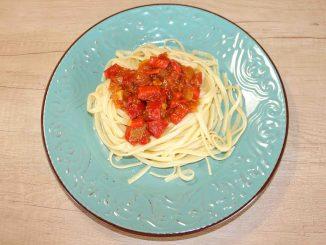 Λαζάνια με σάλτσα φρέσκιας ντομάτας - Noodles with Fresh Tomato Sauce