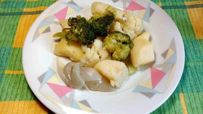 Πατάτες με μπρόκολο και κουνουπίδι σαλάτα - Potatoes with Broccoli and Cauliflower Salad