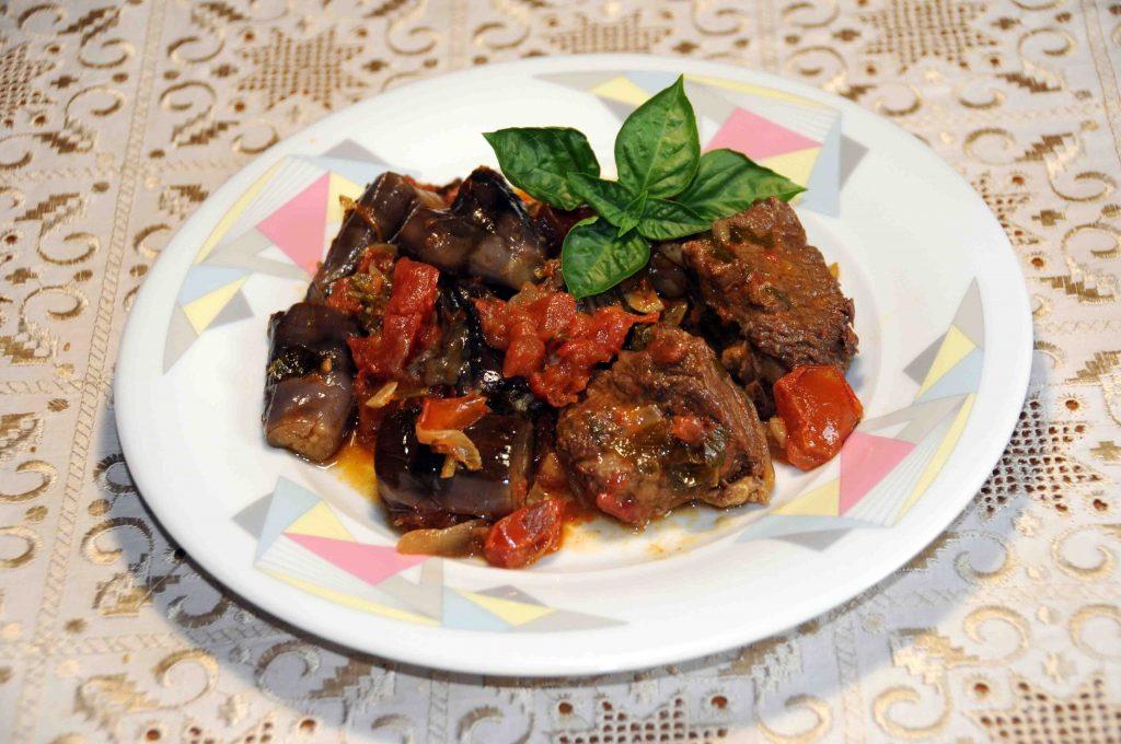 Μοσχάρι με μελιτζάνες - Beef with Eggplant