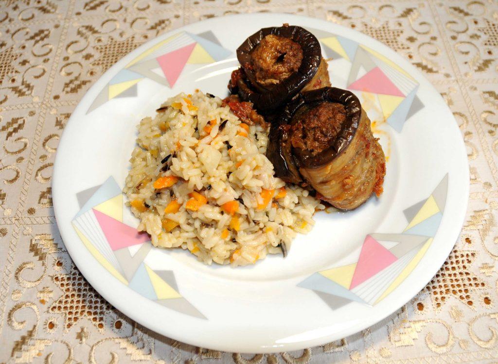 Σουτζουκάκια με μελιτζάνες ρολάκια και ρύζι - Suzhoukakia with aubergine rocks and rice