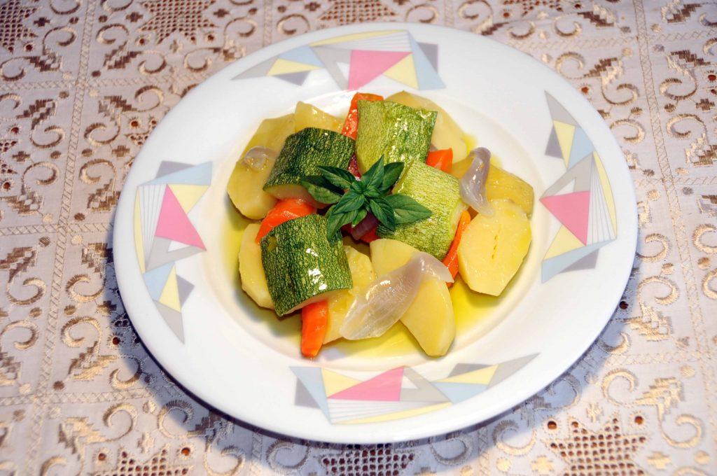 Πατατοσαλάτα - Potato Salad with Carrot