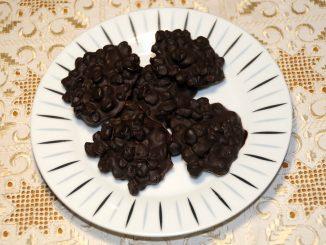 Δροσερά σοκολατάκια με μαύρη σταφίδα - Cool chocolates with black raisin