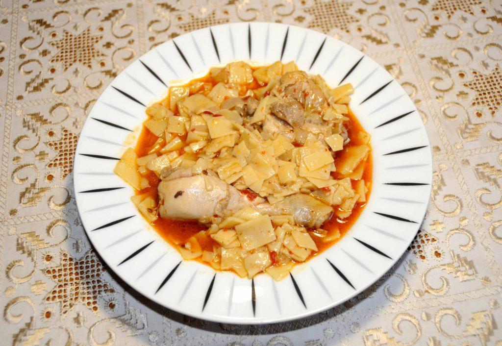 Κοτόπουλο με χυλοπίτες σπιτικές - Chicken with homemade noodles in small pieces