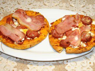 Πίτσα στη στιγμή με έτοιμη πίτα - Pizza at the Moment with a Ready Pie