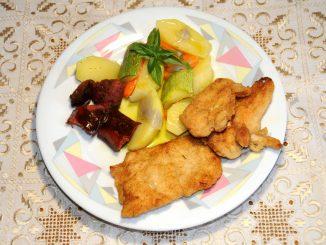 Σνίτσελ κοτόπουλου με πατατοσαλάτα - Chicken Schnitzel with potato salad