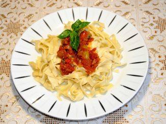 Σπιτικά λαζάνια με σάλτσα - Homemade Noodles with Sauce