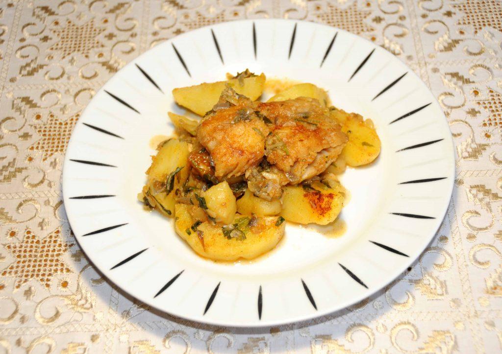 Μπακαλιάρος πλακί με πατάτες - Cod with potatoes