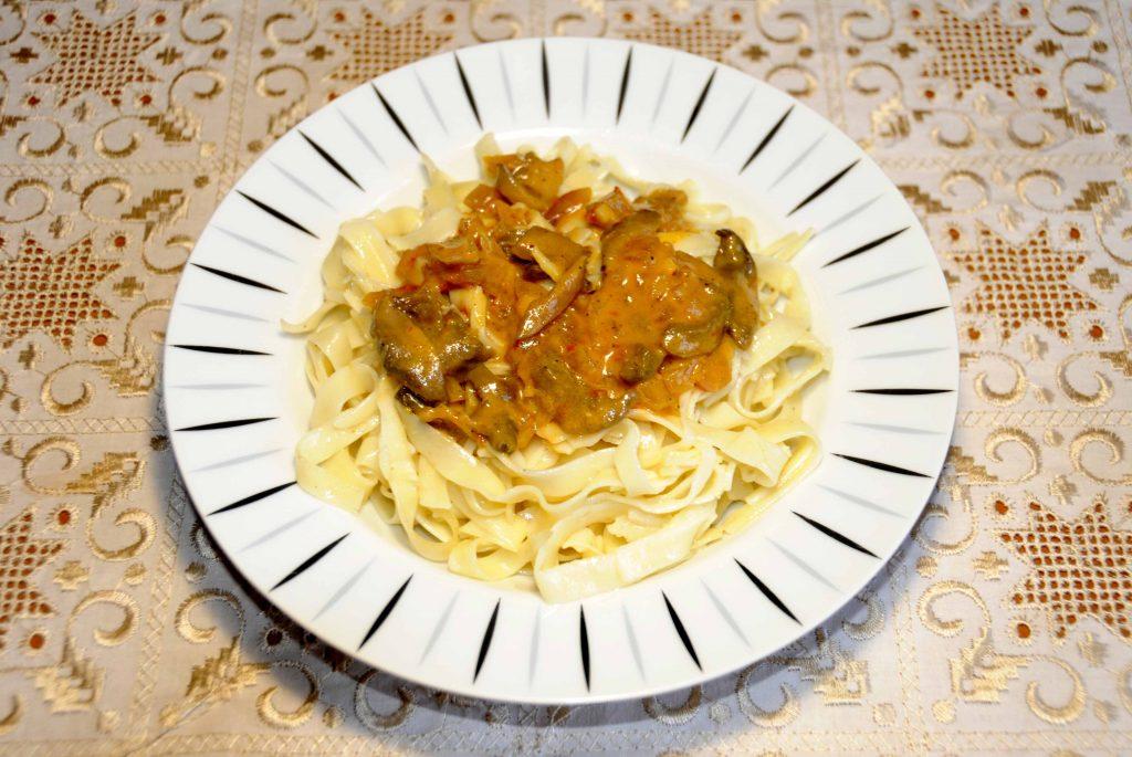 Σπιτικά λαζάνια με σάλτσα μουστάρδας - Homemade noodles with mustard sauce