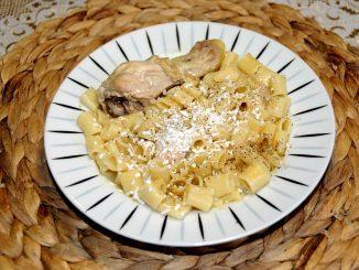 Κοτόπουλο με μακαρονάκι κοφτό - Chicken with a spaghetti