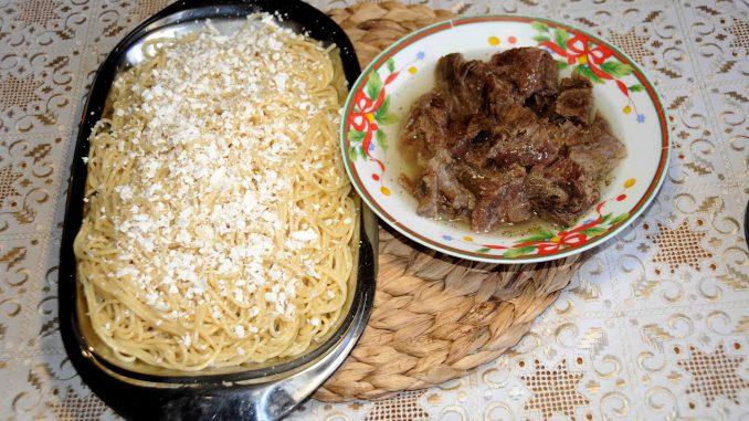 Μοσχάρι βραστό με μακαρόνια - Beef boiled with macaroni