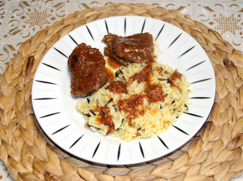 Μοσχαράκι κρασάτο με ρύζι - Bovine with rice and wine