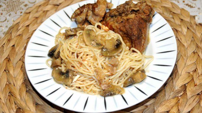 Χοιρινό λεμονάτο με μανιτάρια και μακαρόνια με καβουρδισμένη μυτζήθρα - Pork with mushrooms and spaghetti