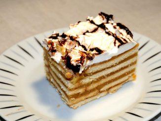 Γλυκό με μπισκότα πτι μπερ και χυμό μήλου - Sweet with Petit Beurre biscuits and apple juice