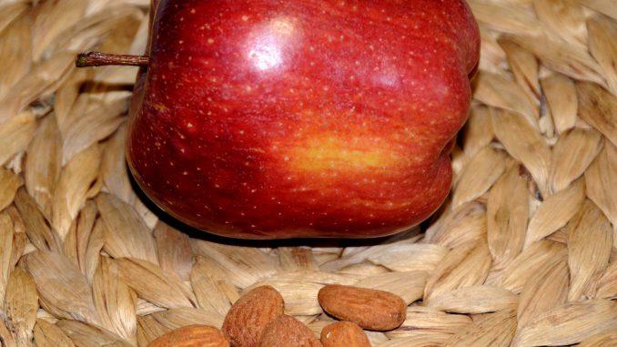 Δεκατιανό με φρούτο και ξηρούς καρπούς - A Brunch with fruit and nuts