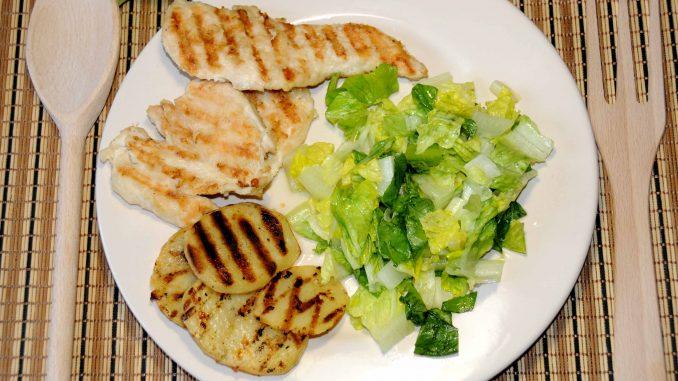 Κοτόπουλο με πατάτες στο σχαροτηγανο με σαλάτα - Chicken with potatoes in a frying pan with salad