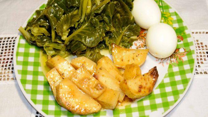 Πατάτες φούρνου με δυο αυγά και λαχανικά - Baked potatoes with two eggs and vegetables