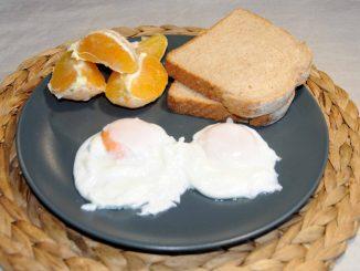 Πρωϊνό με αυγά ποσέ - Breakfast with-Poached Eggs