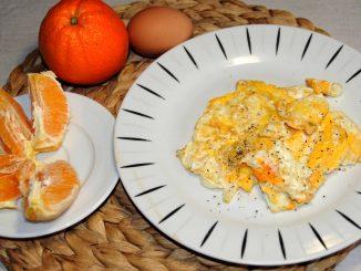 Πρωϊνό με ομελέτα και πορτοκάλι - Breakfast with Omelette-and Orange