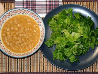 Ρεβίθια με σαλάτα - Chickpeas with salad