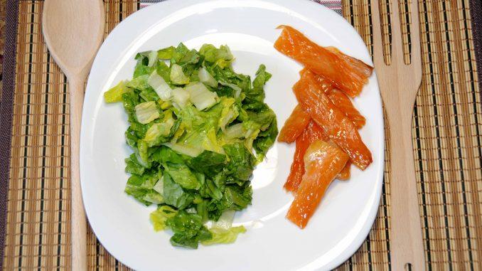Σολομός με σαλάτα - Salmon with salad
