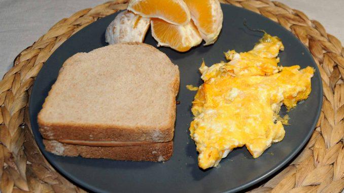 Τόστ γαλοπούλας με ομελέτα - Turkey Toast with Omelette