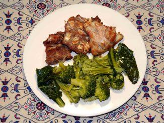 Γαλοπούλα ψητή με σαλάτα μπρόκολο ή κουνουπίδι - Roast turkey broccoli or cauliflower salad