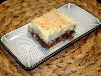 Γλυκό ψυγείου με μπισκότα πτι μπερ και πραλίνα - Sweet refrigerator with biscuits and berries