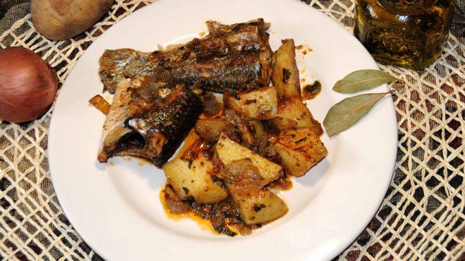 Κέφαλος πλακί στο φούρνο με πατάτες - Mugiliformes in the oven with potatoes