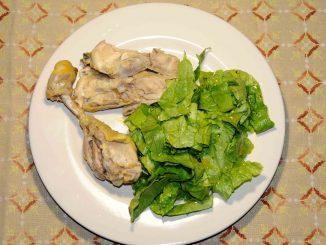 Κοτόπουλο με σαλάτα μαρούλι - Chicken with lettuce salad
