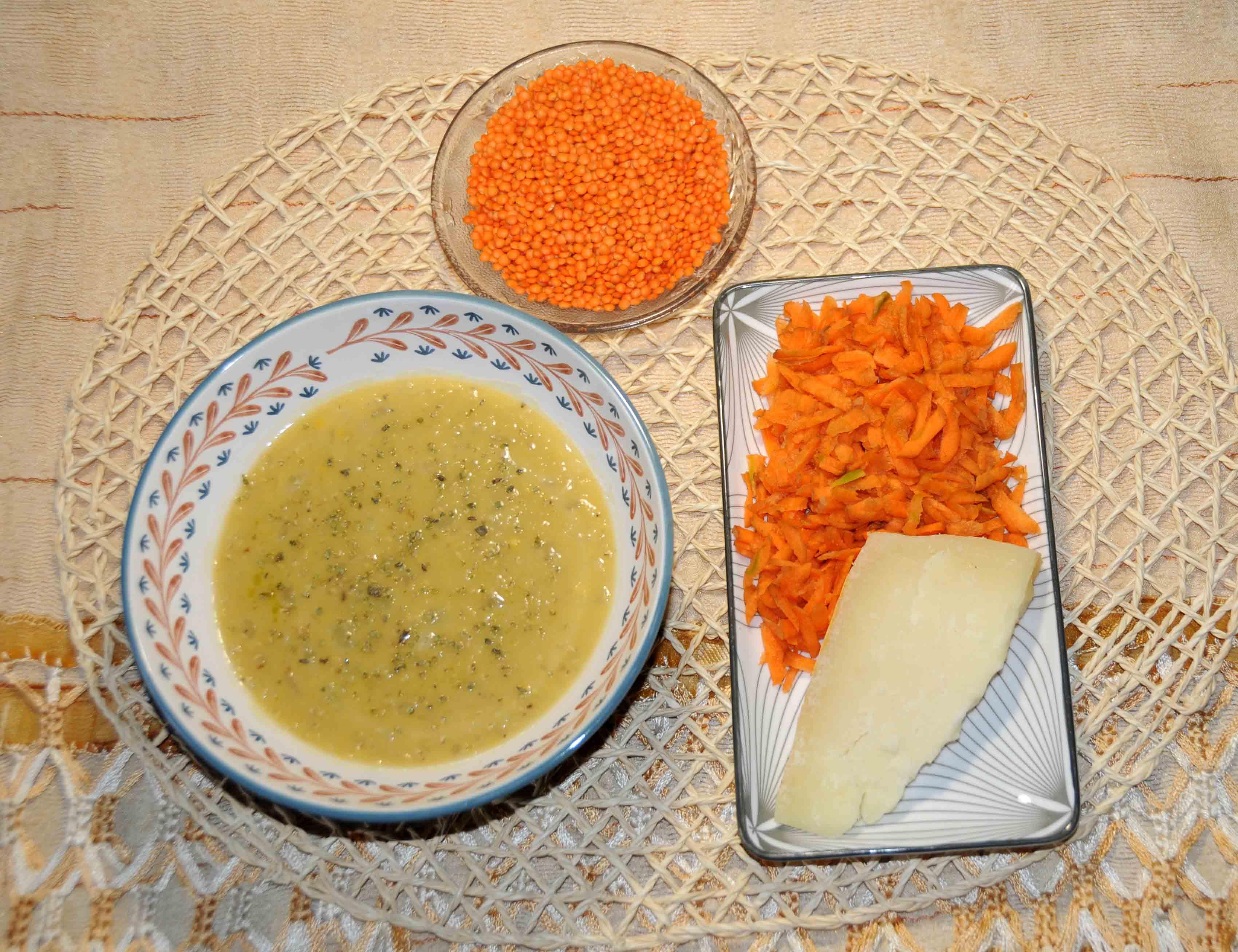 Κόκκινες φακές με καρότο σαλάτα και 100 γρ τυρί γραβιέρα - Red lentils with carrot salad and 100 grams of gruyere