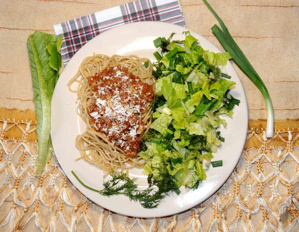 Μακαρόνια ολικής αλέσεως με σάλτσα ντομάτας - Whole wheat pasta with tomato sauce