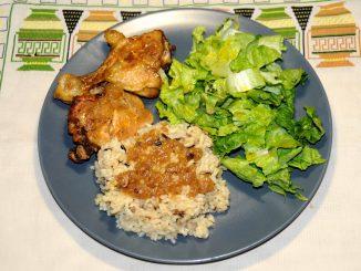 Κοτόπουλο βραστό ή ψητό με ρύζι και σαλάτα μαρούλι - Chicken boiled or roasted with rice and lettuce salad