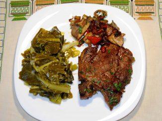 Λαχανίδες με μπριζόλες χοιρινές και μανιτάρια - Salad with pork chops and mushrooms