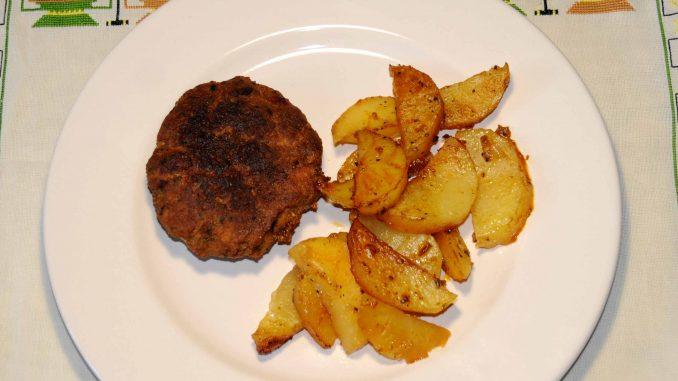 Μπιφτέκια με πατάτες στο φούρνο Burgers with potatoes in the oven