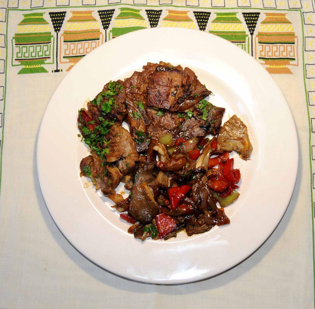 Μπριζόλες με Μανιτάρια και Πιπεριές - Steaks with Mushrooms and Peppers
