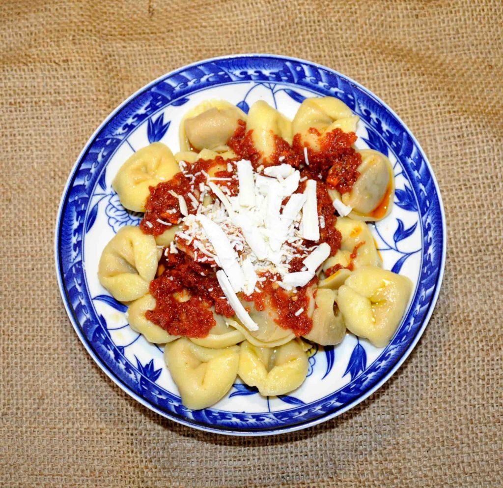Τορτελίνια με σάλτσα ντομάτας