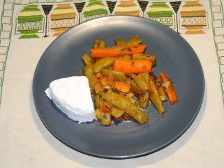 Φασολάκια φρέσκα με καρότο και ανθότυρο - Green beans with carrot and cheese