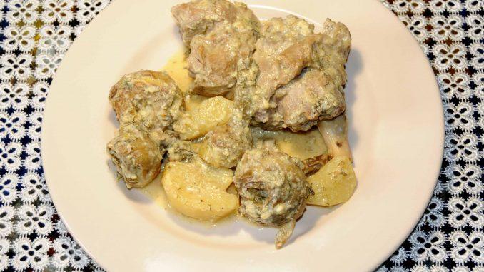 Αρνάκι με αγκινάρες και πατάτες αυγολέμονο - Lamb with artichokes and egg-lemon potatoes