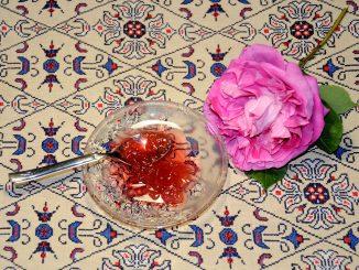 Γλυκό τριαντάφυλλο - Spoon sweet Rose