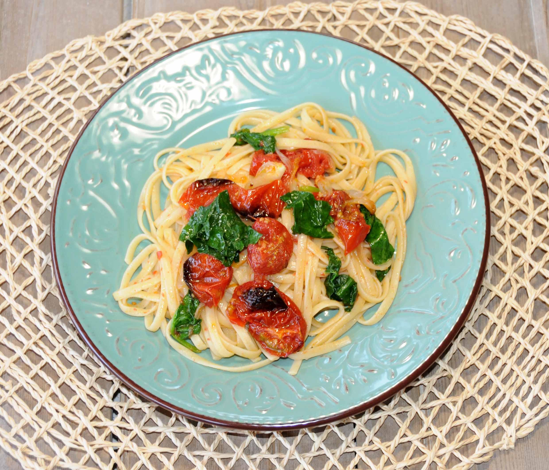 Λιγκουίνι με ντοματίνια και σπανάκι - Linguine with tomatoes and spinach