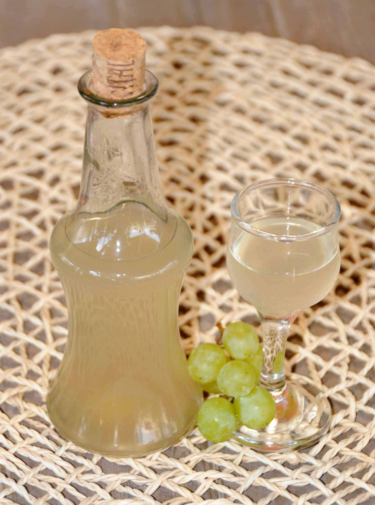 Λικέρ απο σταφύλι άσπρη σταφίδα - Green Seedless Grapes Liqueur