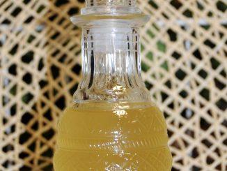 Λικέρ λεμόνι (μόνο τις φλούδες χωρίς το άσπρο μέρος τους) - Lemon liqueur (only peels without the white part)