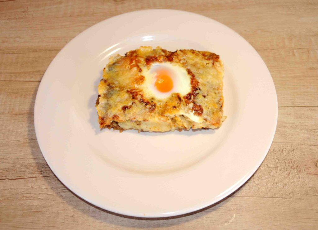 Αυγά με πουρέ και κιμά στο φούρνο - Eggs with puree and minced meat in the oven