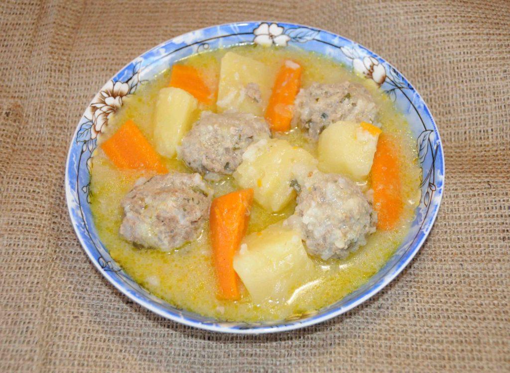 Γιουβαρλάκια σούπα - soup meatballs