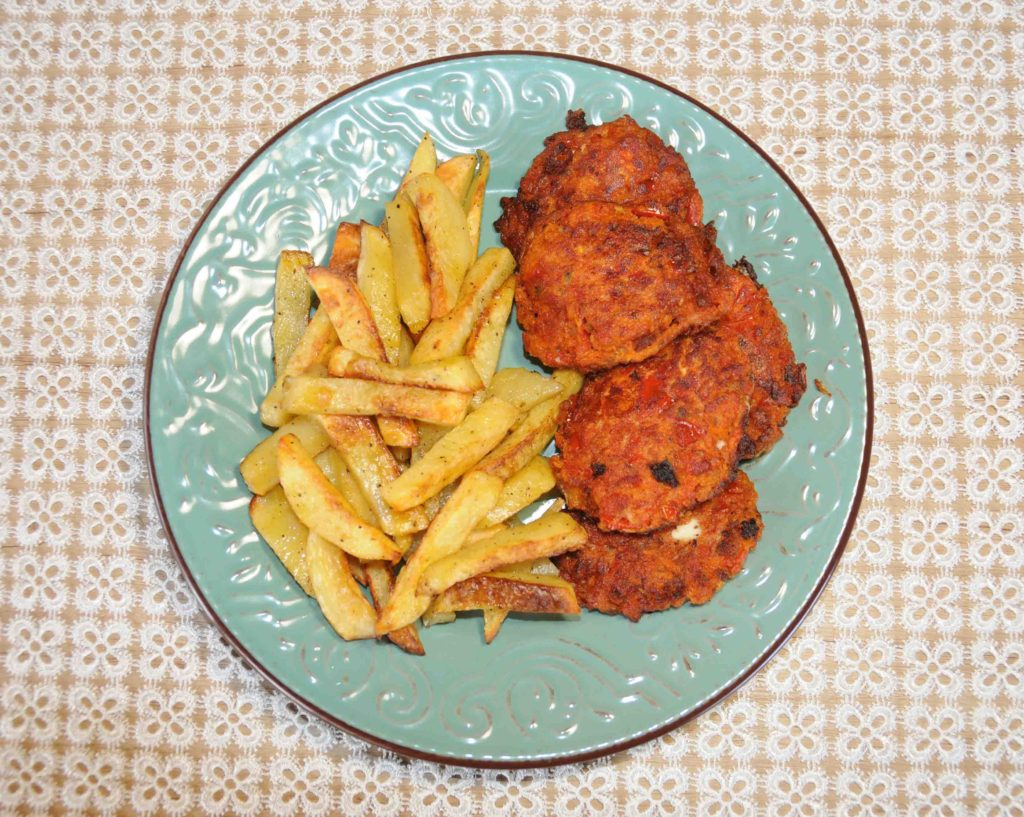 Ντοματοκεφτέδες με πατάτες σαν τηγανιτές στο φούρνο - Tomatoes with french fries in the oven