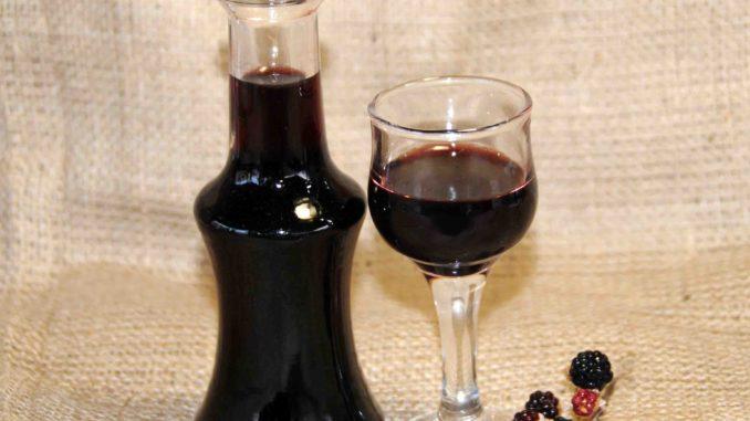 Λικέρ με άγρια βατόμουρα - Liqueur with wild raspberries