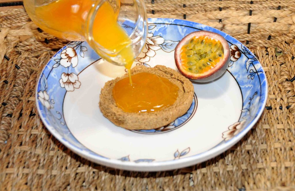 Σιρόπι από φρούτα του πάθους (Passiflora edulis) - Passion fruit syrup (Passiflora edulis)