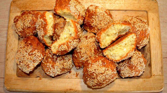 Τυροψωμάκια με δυο τυριά - Cheesebread with two cheeses