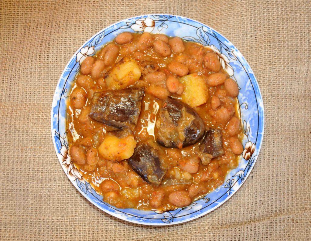 Χάντρες φασόλια με πατάτες και μελιτζάνες - Beans with potatoes and aubergines